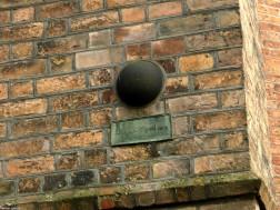 Kanonenkugel i.d. Außenmauer St. Nikolai, Spandau