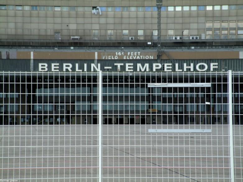 Tempelhofer Feld - Abfertigungshalle