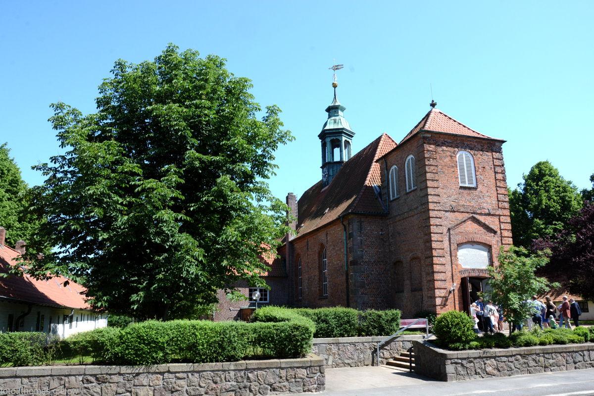 ev.Kirche Ahrensburg mit Gottesbuden