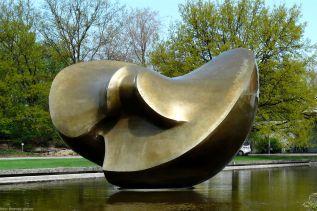 "Butterfly - Henry Moore, ""schwangere Auster"", Haus der Kulturen der Welt (ehem. Kongresshalle)"