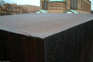 berlin block for charlie chaplin-richard serra 01