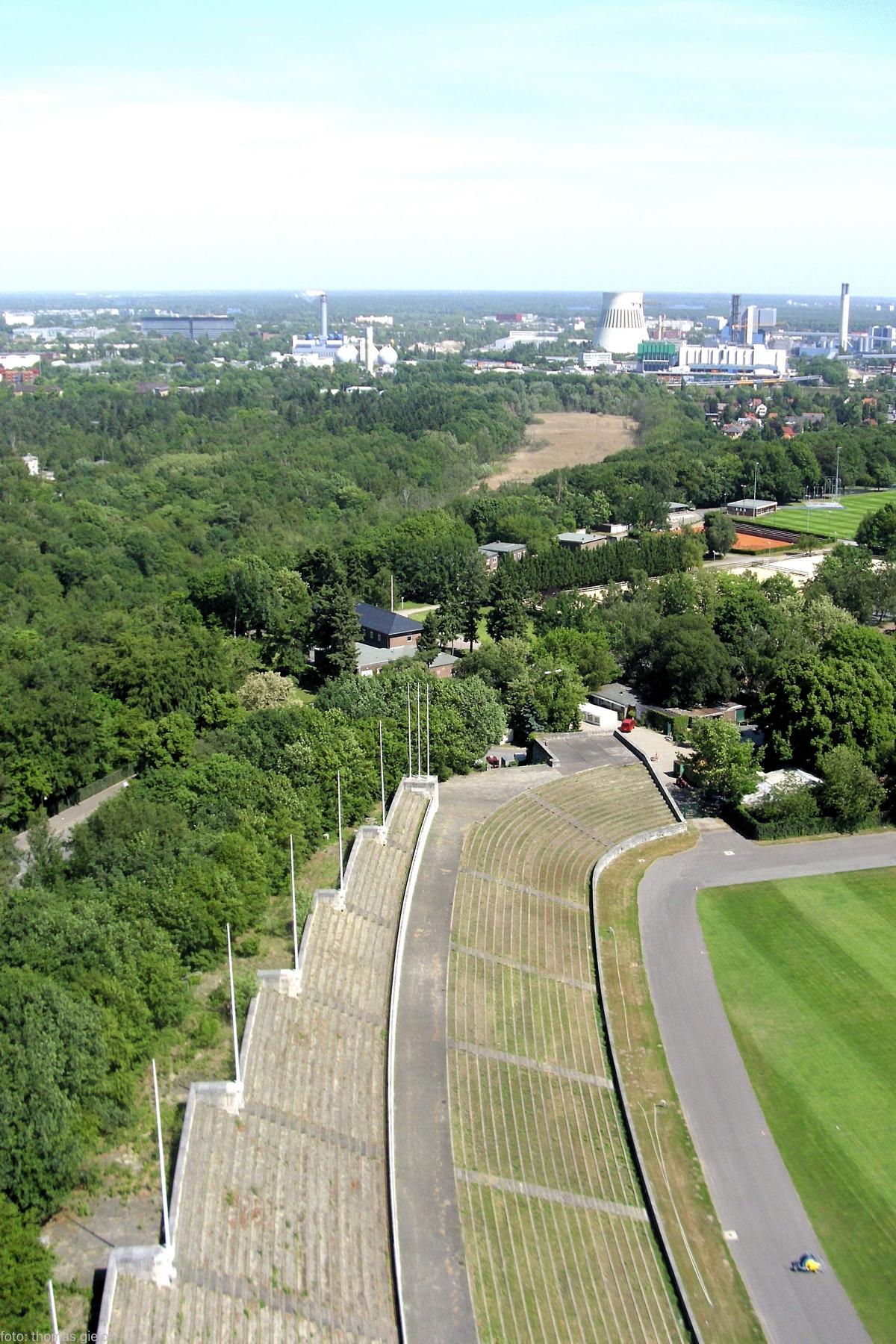 Tribünen Maifeld - Ruhleben - Heizkraftwerk Reuter West