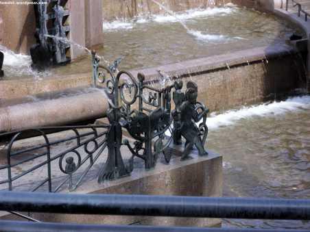 Weltkugelbrunnen - Detail
