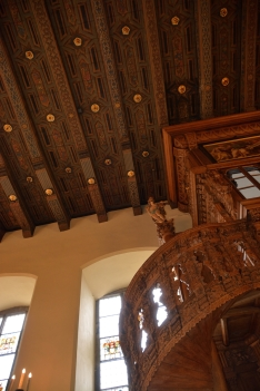 Treppe zum Balkon - Oberer Saal
