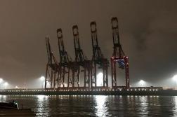 containerterminal bei nacht 02