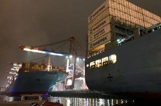 containerterminal bei nacht 05