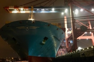 containerterminal bei nacht 07